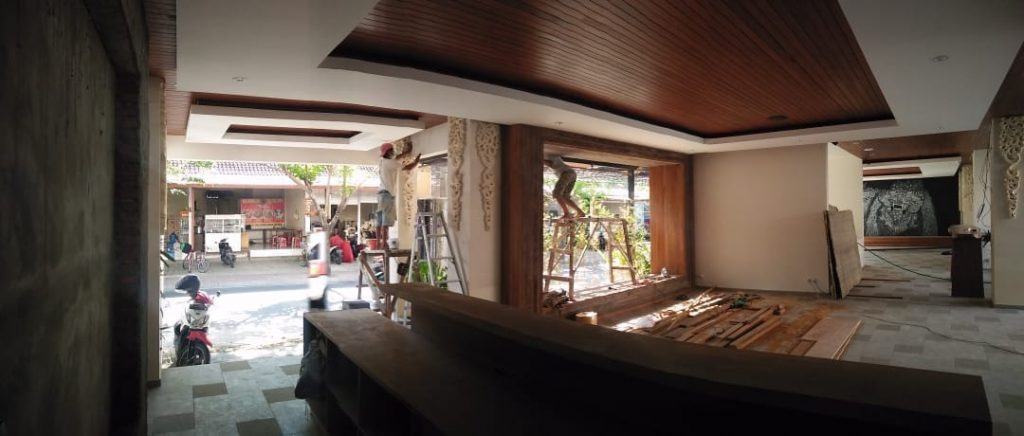 pemasangan Plafon kayu Kubu Anyar Bali rajawali parquet