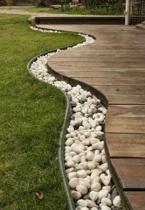 project lantai kayu halaman rumah