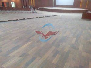 pemasangan lantai kayu Merbau IPB Bogor 11