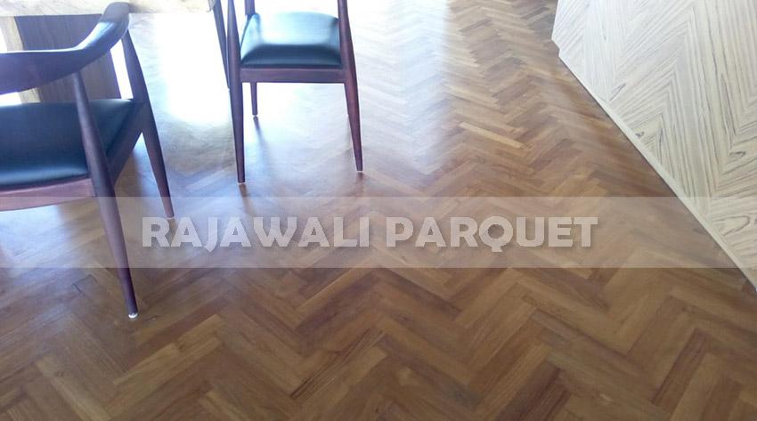 pemasangan lantai kayu jati grade A villa ibiso canggu Bali