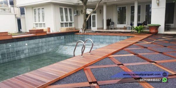 decking kayu bengkirai di samping kolam renang 3