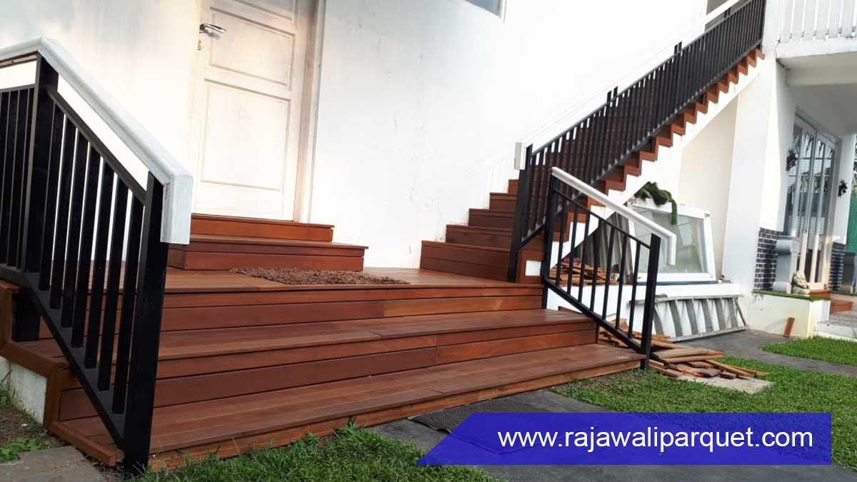 Ide tangga rumah kayu untuk luar ruangan