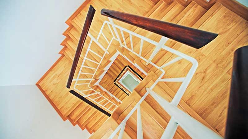 papan tangga kayu untuk rumah minimalis