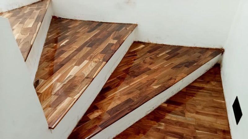 kayu parket untuk papan tangga